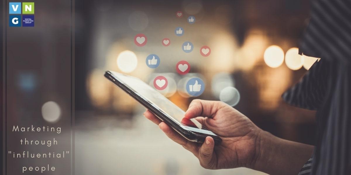 6 Μυστικά για να κερδίσετε ένα άτομο με επιρροή στο Social media marketing